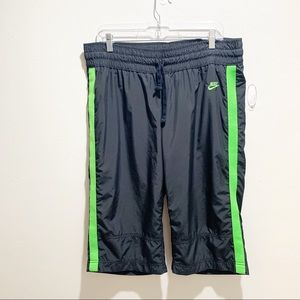 NIKE Black Windbreaker Cropped Pants Green Striped